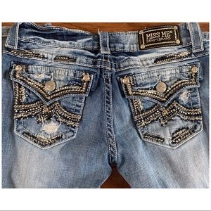 🌼Miss Me Distressed Boot Cut Jeans